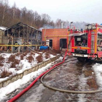 За сутки при взрыве газовых баллонов  погиб 1 пожарный, пятеро спасателей ранено.